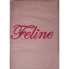 Badhanddoek roze met Feline geborduurd